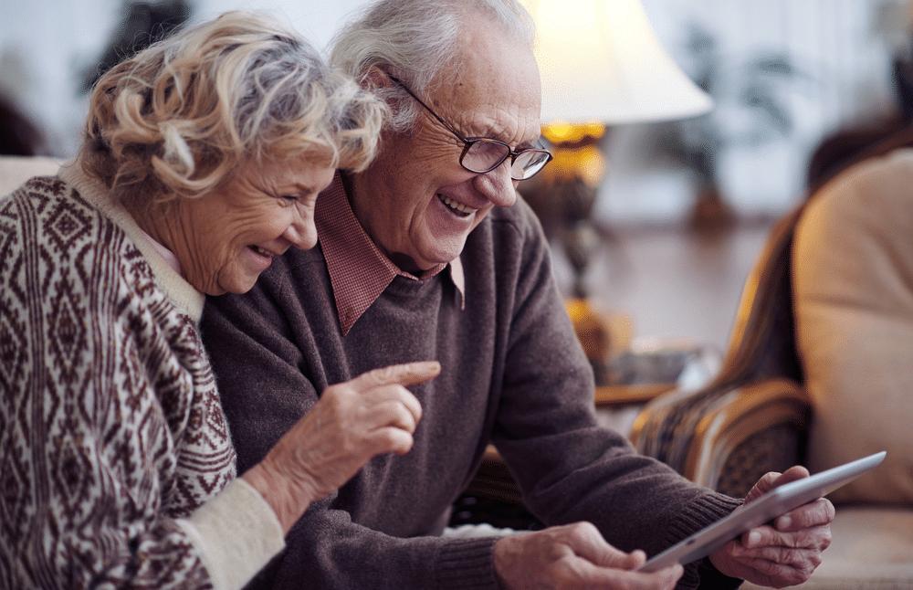 Aproveitando ao máximo as ferramentas e parcerias para idosos